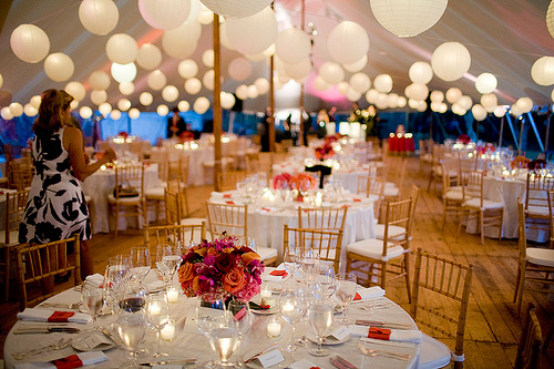 de Lovely Affair: {Decor} Creative Wedding Lighting Ideas