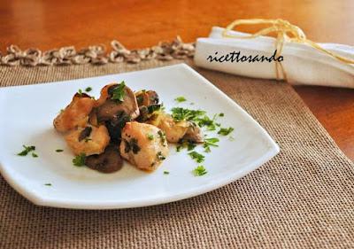 http://www.ricettosando.it/2012/12/bocconcini-di-pollo-e-funghi-al.html#more