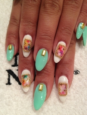 New-Stylish-Nail-Art-Ideas-Summer-2012