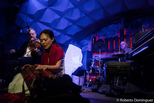 © R.Domínguez - Jen Shyu featuring Mat Maneri & Randy Peterson