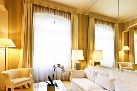 落地窗簾多採用經典布窗簾或蛇行簾
