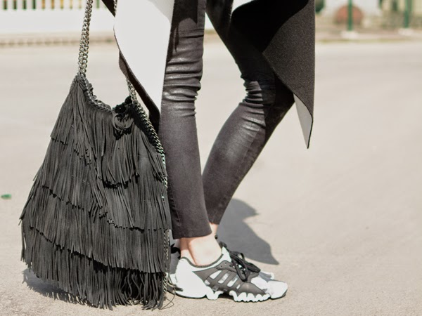 LamourDeJuliette_Black_And_White_Sneaker_Outfit_adidas_SML_002