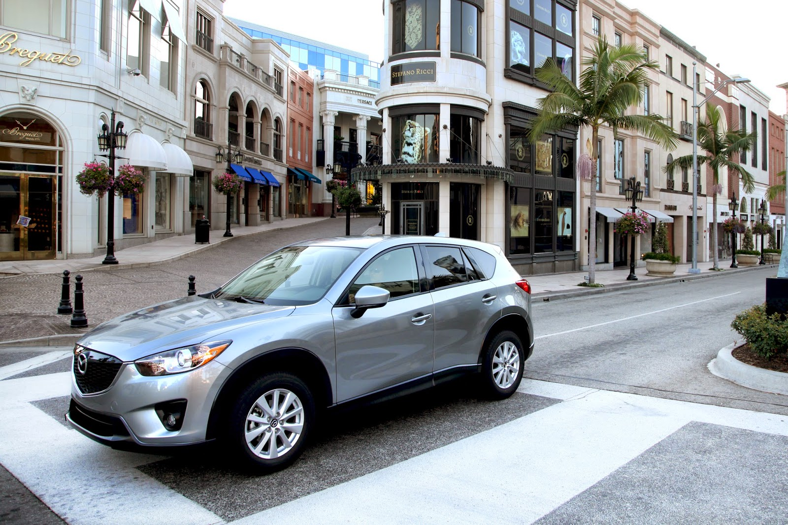 Front 3/4 view of 2015 Mazda CX-5