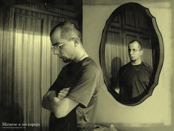 Dios es amor qu ves en el espejo for Espejo que no invierte la imagen