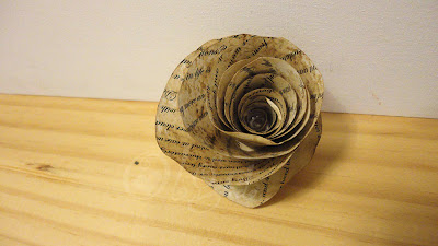 como_hacer_flores_de_papel_envejecido_imitando_hojas_de_libro_antiguo_how_to_paper_flowers_fake_old_book_paper