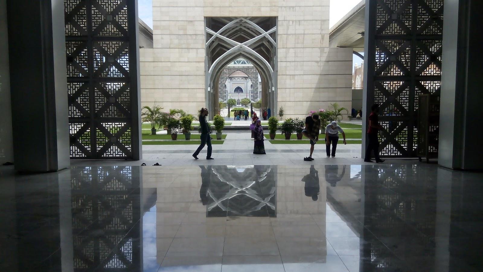 Masjid Besi, Masjid Tuanku Zainal Abidin, Bayang,