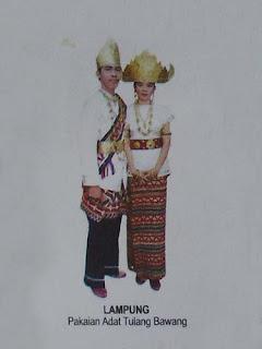 Busana Adat Tradisional Lampung