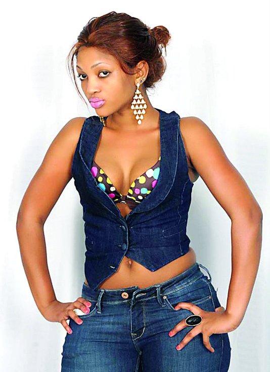Picha zingine za Agnes 'Masogange' akiwa na mpenzi wake katika pozi la