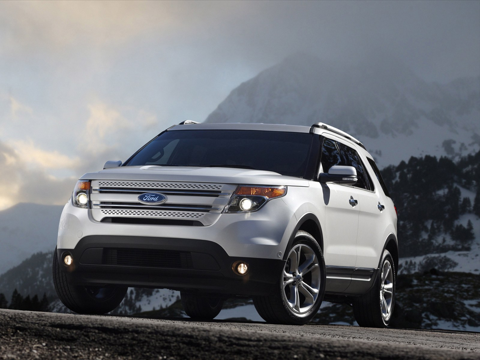 Car Pictures: Ford Explorer 2011