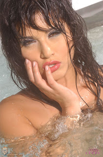 Hot Bathtub - Sunny Leone Unseen Photo and Wallpaper