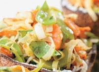 Ervilha-Torta, Alho-Poró e Cenoura Salteados com Limão e Salsa (vegana)