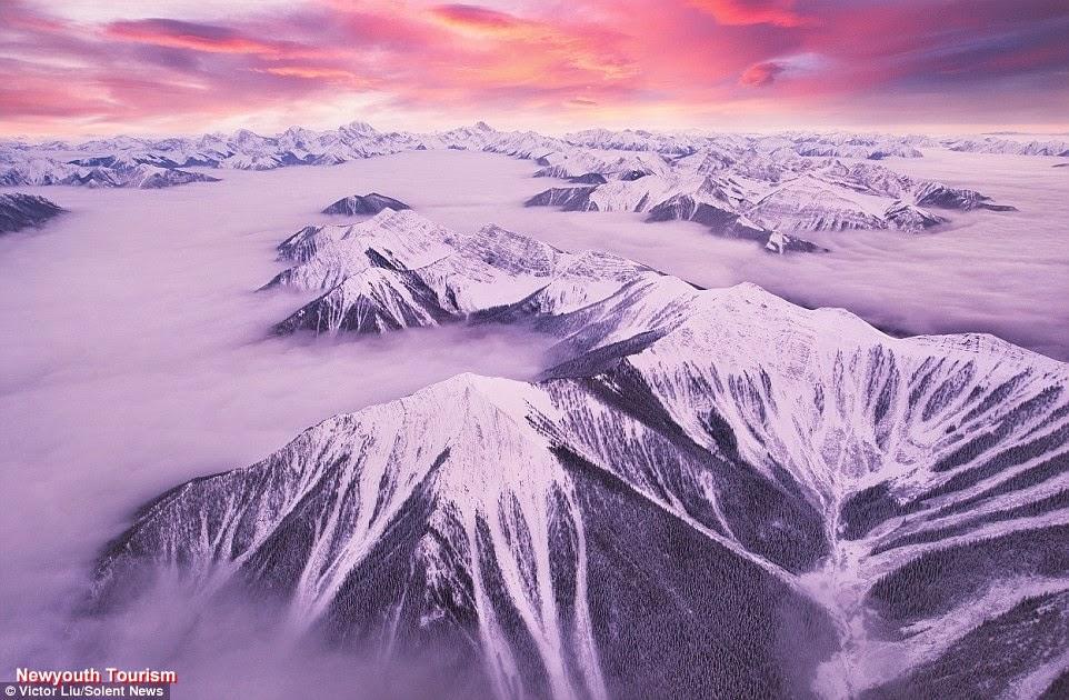 Ngắm dòng sông mây Canadian Rockies ở Canada