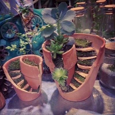 عمل تجميل للاواني المكسورة broken-pot-fairy-garden-8-400x400.jpg