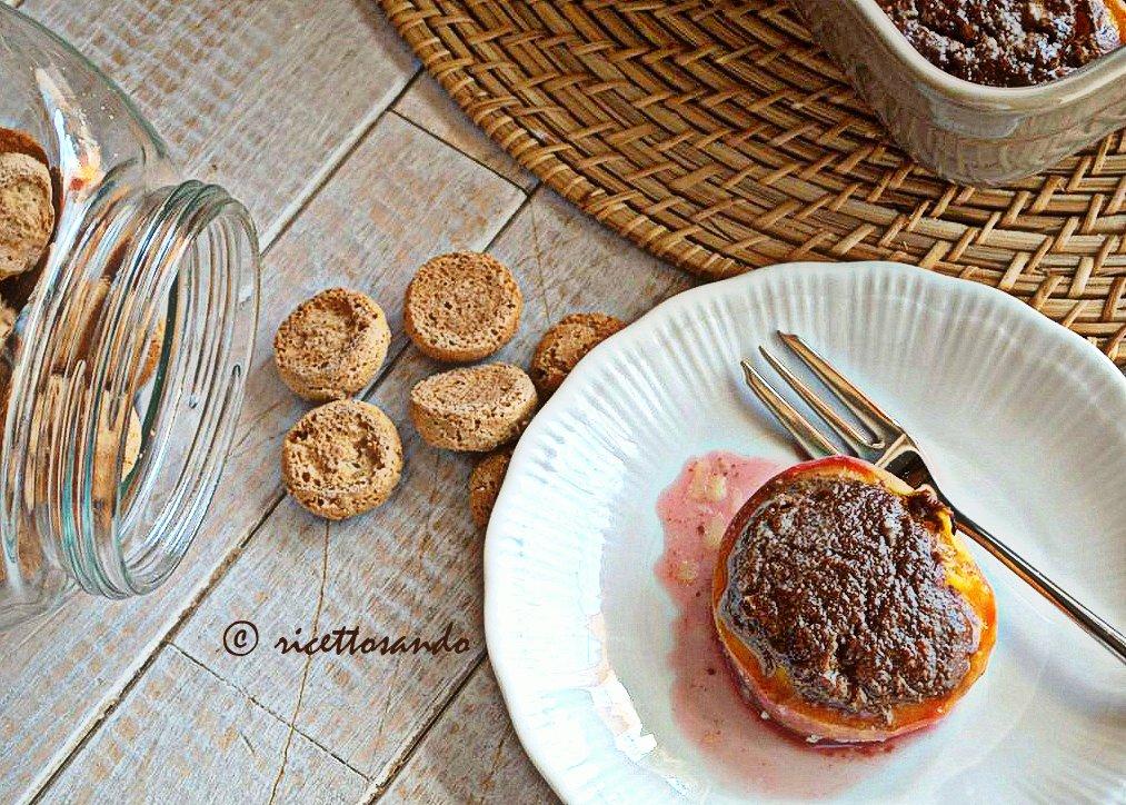 Pesche ripiene all'amaretto eicetta doce piemontese di frutta e crema di amaretti