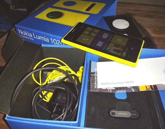 Unboxing Nokia Lumia 1020