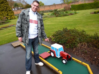 Minigolf in Guildford's Stoke Park