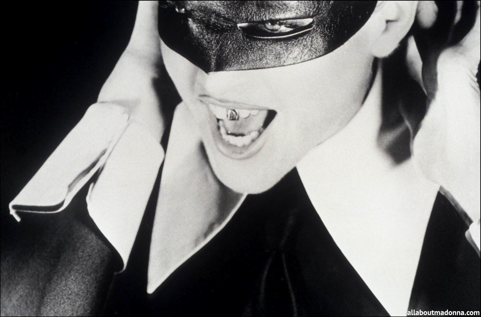 http://4.bp.blogspot.com/-tABp7XflF68/UDAYj58NNhI/AAAAAAAAIJU/QUnUkRhOM3w/s1600/madonna-erotica-video-set-0004.jpg