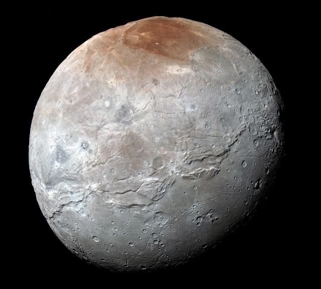 Charon : Vệ tinh của Diêm Vương Tinh. Bản quyền hình : NASA, Johns Hopkins Univ./APL, Southwest Research Institute.