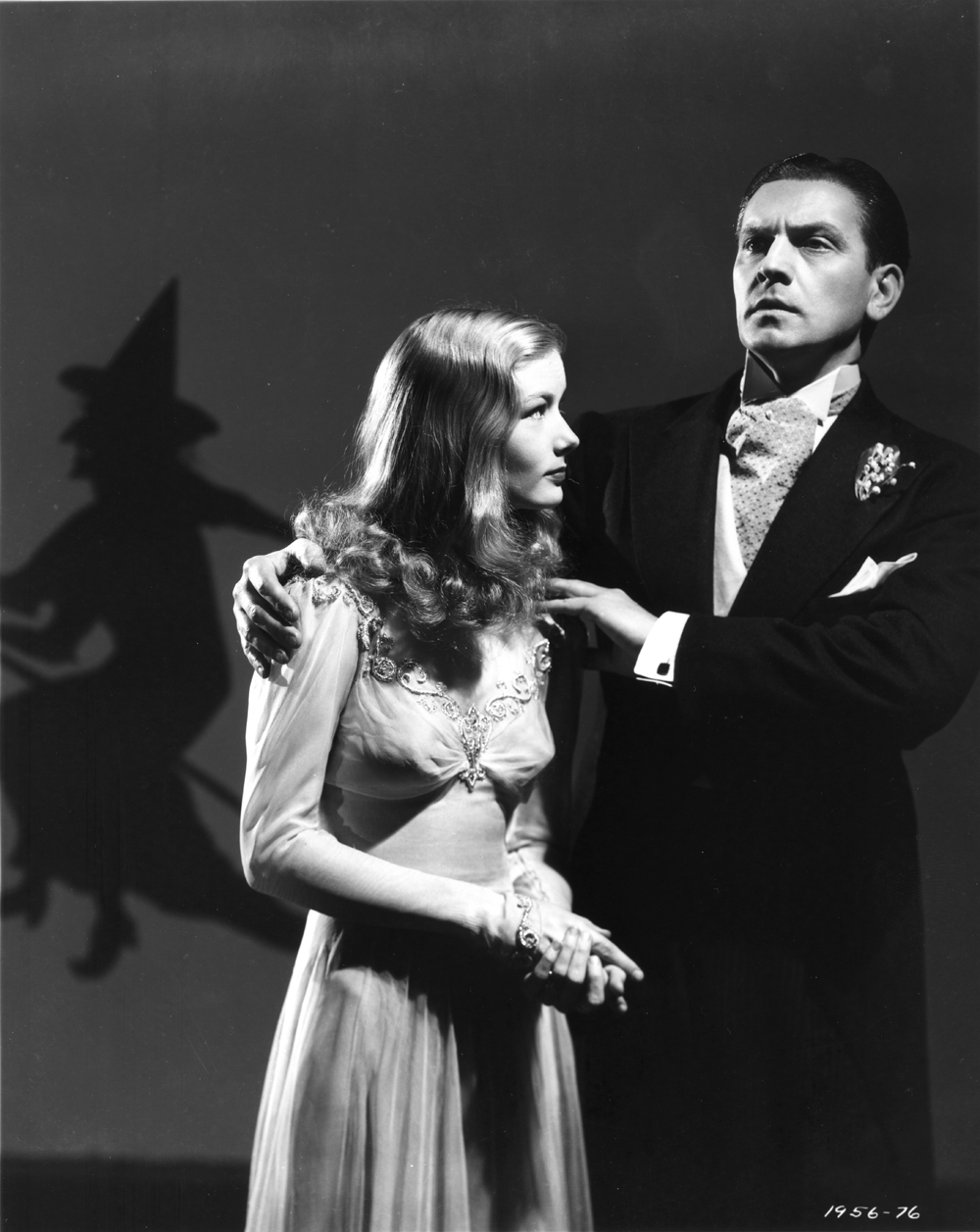http://4.bp.blogspot.com/-tAdpW5_qg7I/TqhoNWtbo8I/AAAAAAAAWu0/vEQuBwTmacE/s1600/I+Married+a+Witch+%252811%2529.jpg