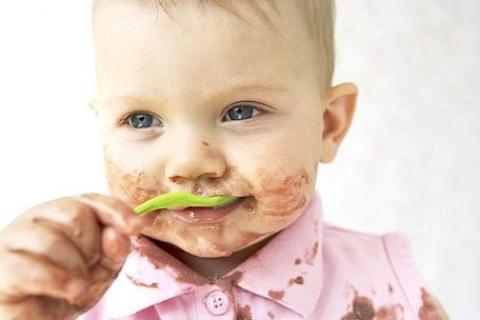 Ropa bebé: quitar manchas difíciles