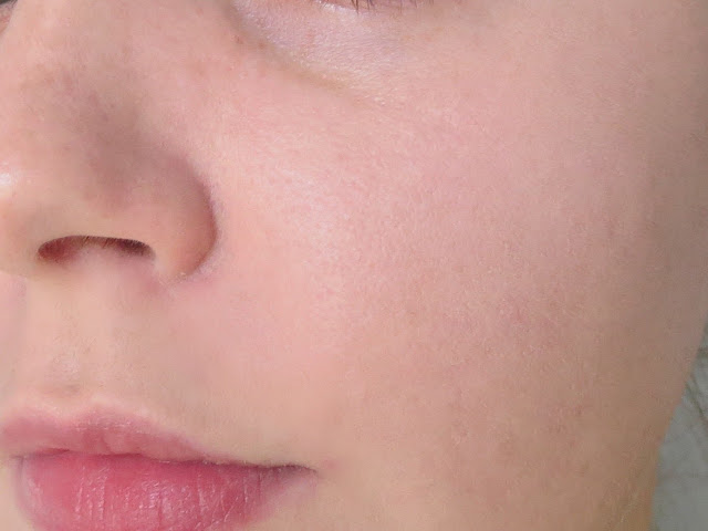 a picture  Maybelline Fit Me Matte+Poreless Foundation (close up texture/finish)