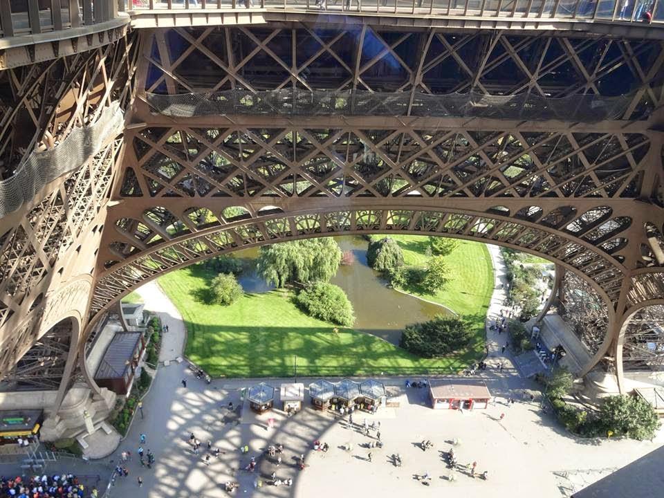 Novo piso de vidro inaugurado 06 de outubro na Torre Eiffel