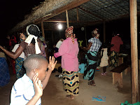 Dançando na noite da passagem de ano