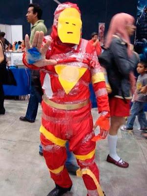 foto de un hombre que se ha hecho el mismo el disfraz de Ironman