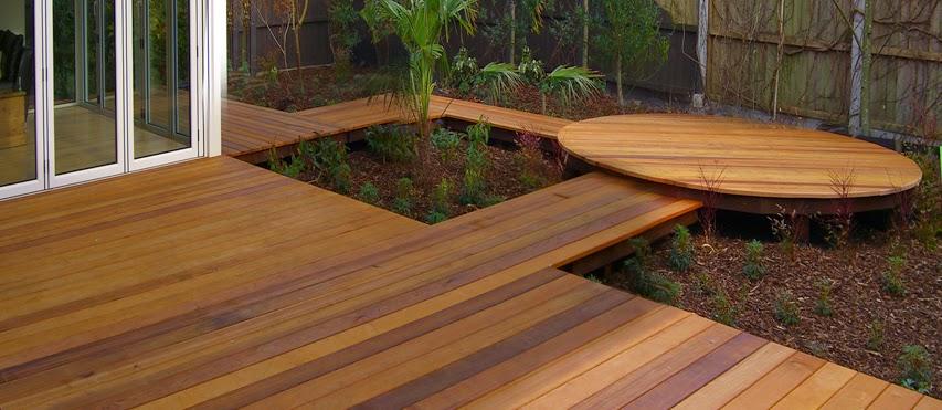 3 buenas alternativas para el suelo de tu terraza for Tarimas de madera para jardin