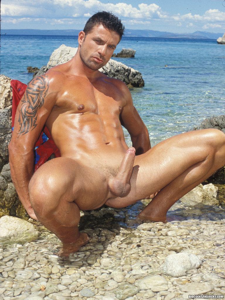 пляже на брутальные онлайн геи