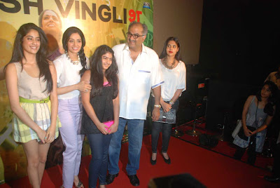 Boney Kapoor, Jhanvi Kapoor, Khushi Kapoor