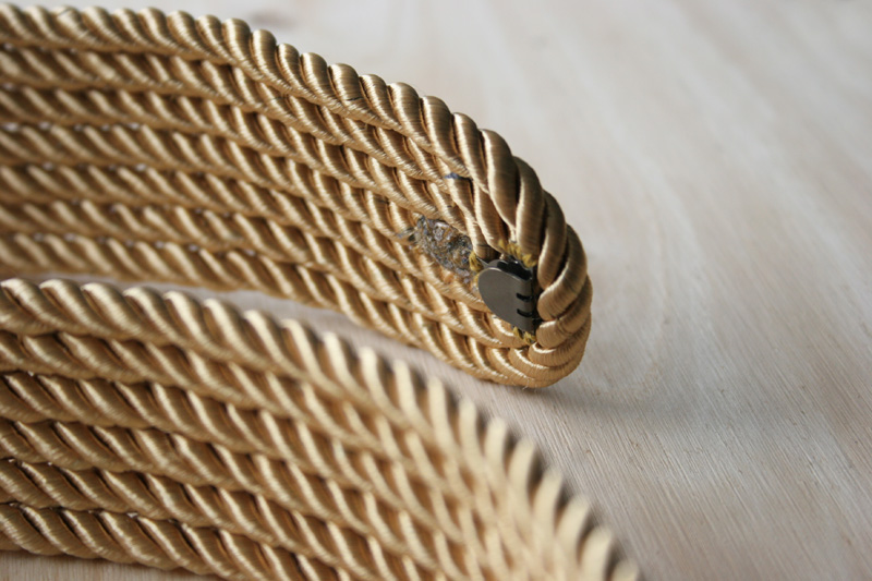 Decorar en familia _Diy cinturón de cordón de seda dorado7