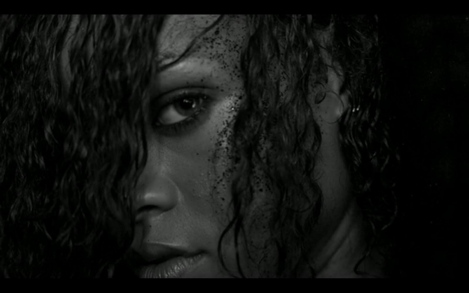 http://4.bp.blogspot.com/-tCBQ1RqdJww/TmjnsKMWtuI/AAAAAAAABXc/ZeUbpRcnS8U/s1600/rihanna-esquire-sexiest-woman-alive-2011-a.jpg
