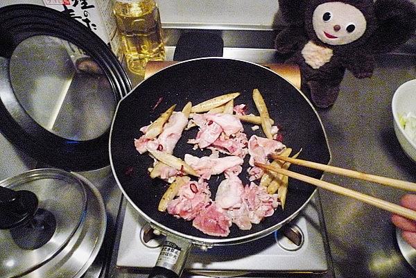 ゴボウのきんぴら風豚しょうが焼きの作り方(1)