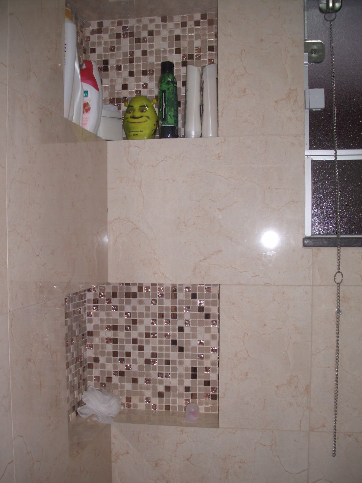 Imagens de #6C5D4B Loucuras de uma Construção: Banheiro finalizado 1200x1600 px 3658 Banheiros Simples Com Nichos