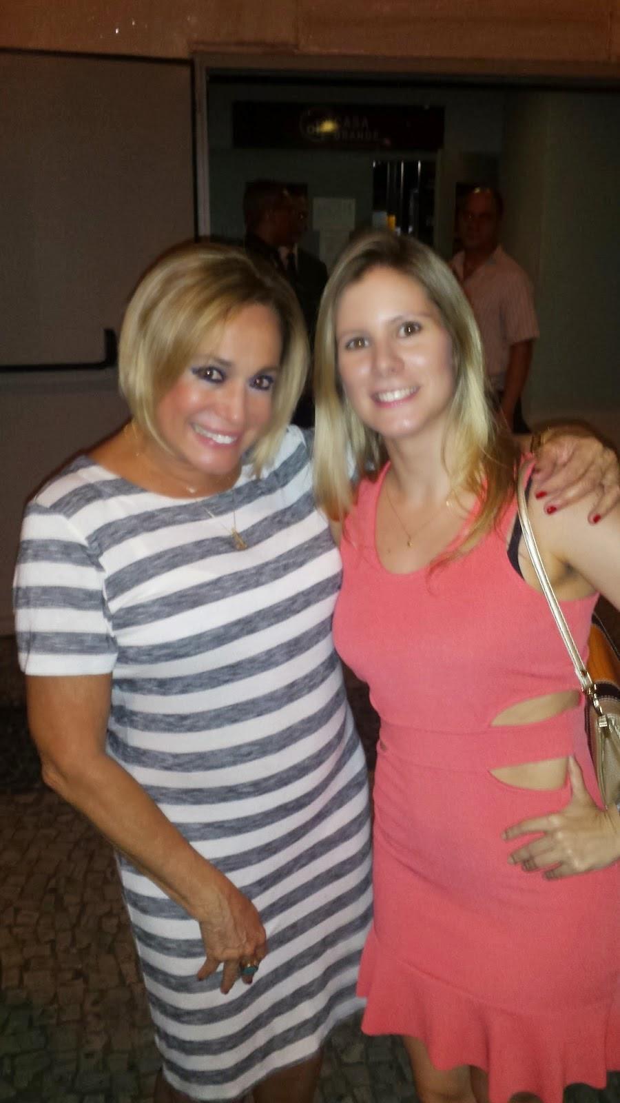 Susana Vieira recebe amigos famosos em sua peça no Rio