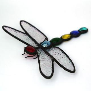 Lahjaksi mökille koristeellinen sudenkorento
