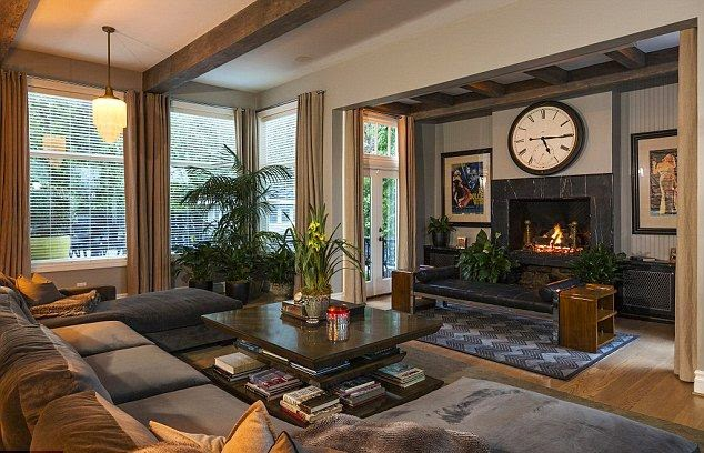 It may not mark the end of Jeremy Renner's days at Hollywood, but the two-time Oscar nominee will have to find himself in the world of real estate.  By original price of $ 1.35 Million, the 44-year-old purchased its Classic 1920's House in 2009.