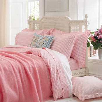 If Itu0027s Loveliness That You Want In Your Bedroom, Then Splurging On Pink  Bed Sheets Would Be The Best Way To Do It. Pink Has Always Been Synonymous  To Being ...