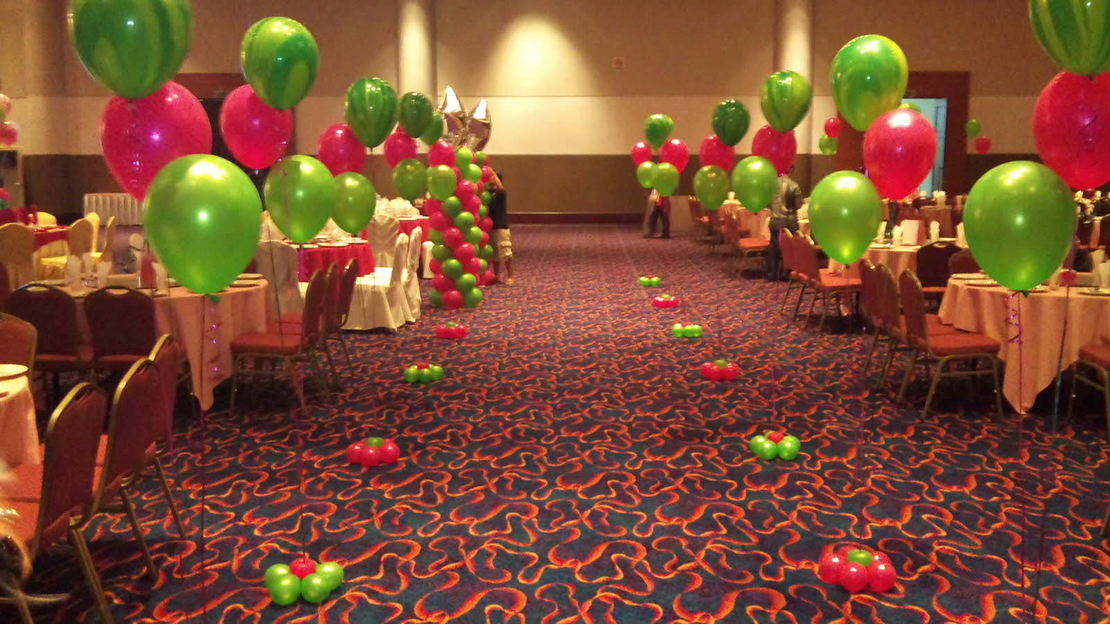 Balloon decorations for weddings birthday parties for Annual dinner decoration