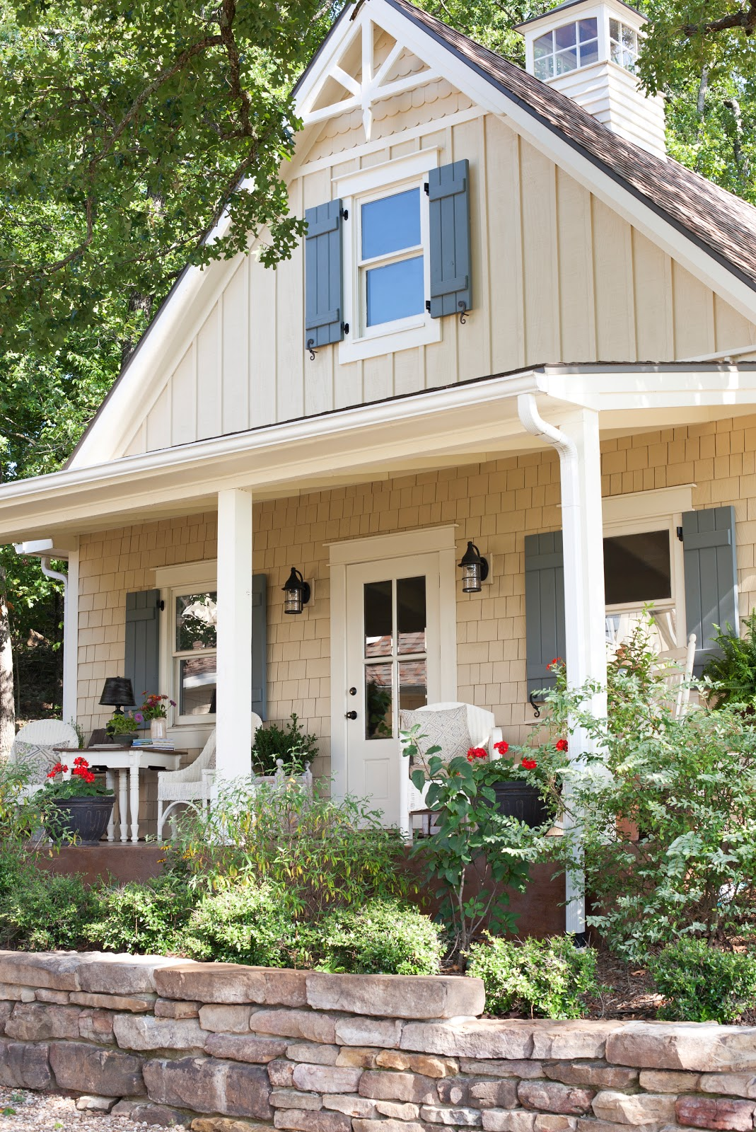 1000 images about exterior renovation ideas on pinterest for Small cottage exterior colors