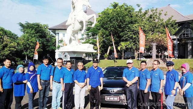 Undip Dapat Hibah Mobil Toyota Camry Dari BNI