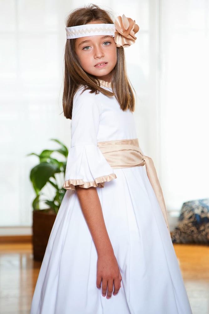 CARLA lleva vestido de Primera Comunión en piqué y fajín y volantitos en lino  gris 9ee38f7502b4