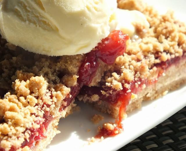 All That's Left Are The Crumbs: Spiced Pear-Cranberry Crumb Bars