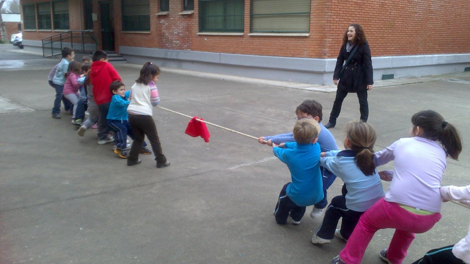Micolecontrini jugando con la cuerda for Aprendemos jugando jardin infantil