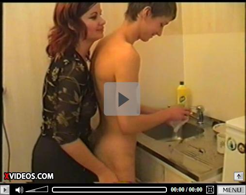 Sexo com a Mamae na Cozinha