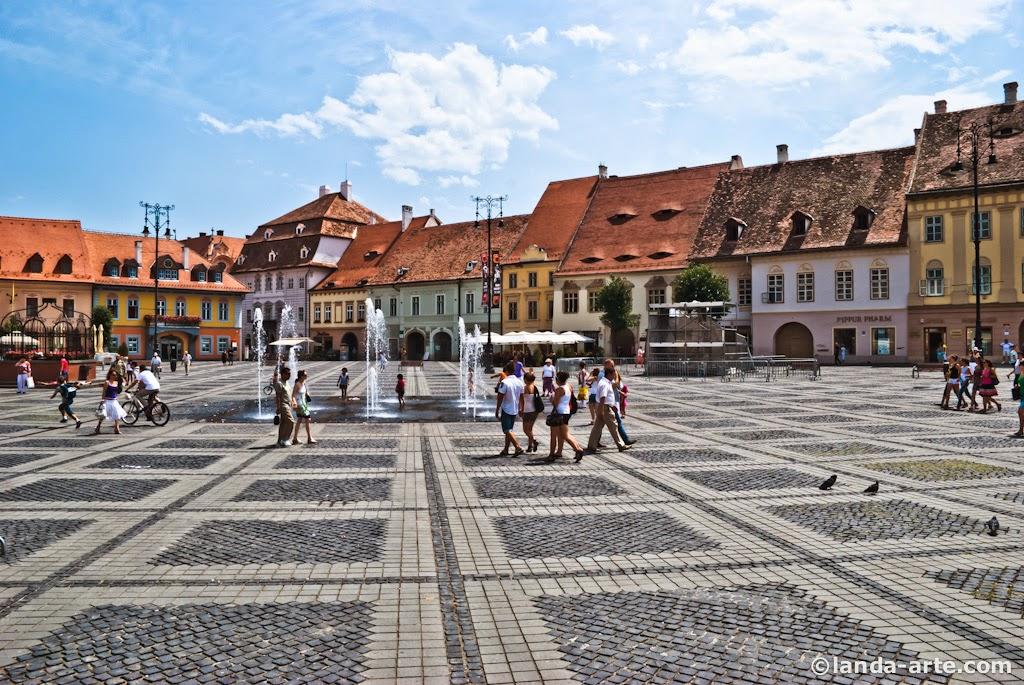 Fuente de la Plaza Mare de Sibiu