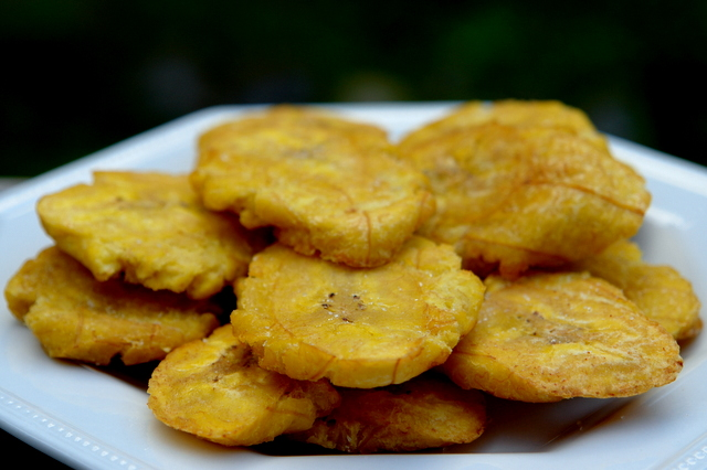 Panama Tourism and Travel: Recipe : Patacones (Fried Green Plantain)