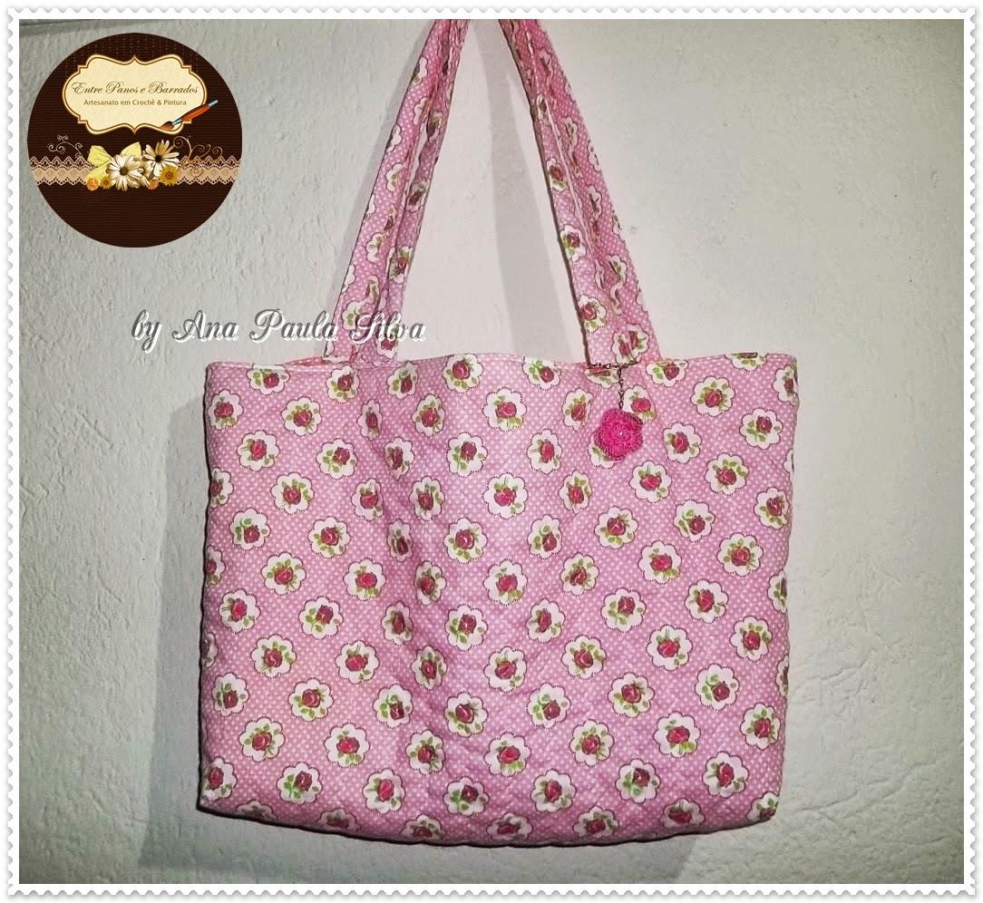 Bolsa De Tecido Quiltada : Bolsa em tecido floral rosa entre panos e barrados