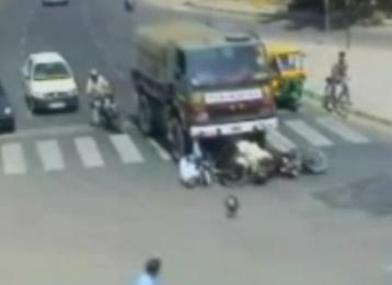 Camión Se lleva a Motociclistas